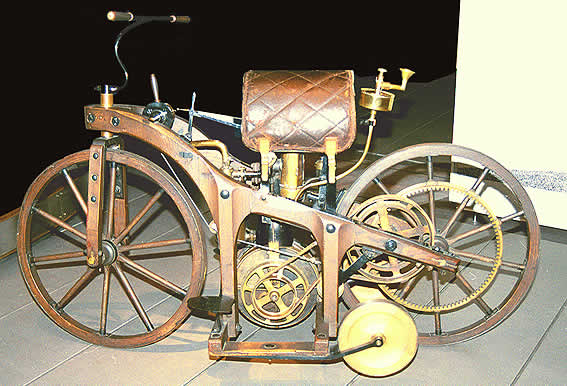 Quien inventó la primera moto?